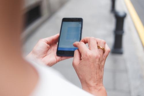 """טלפון סלולרי - חבילות גלישה ושיחות בחו""""ל"""
