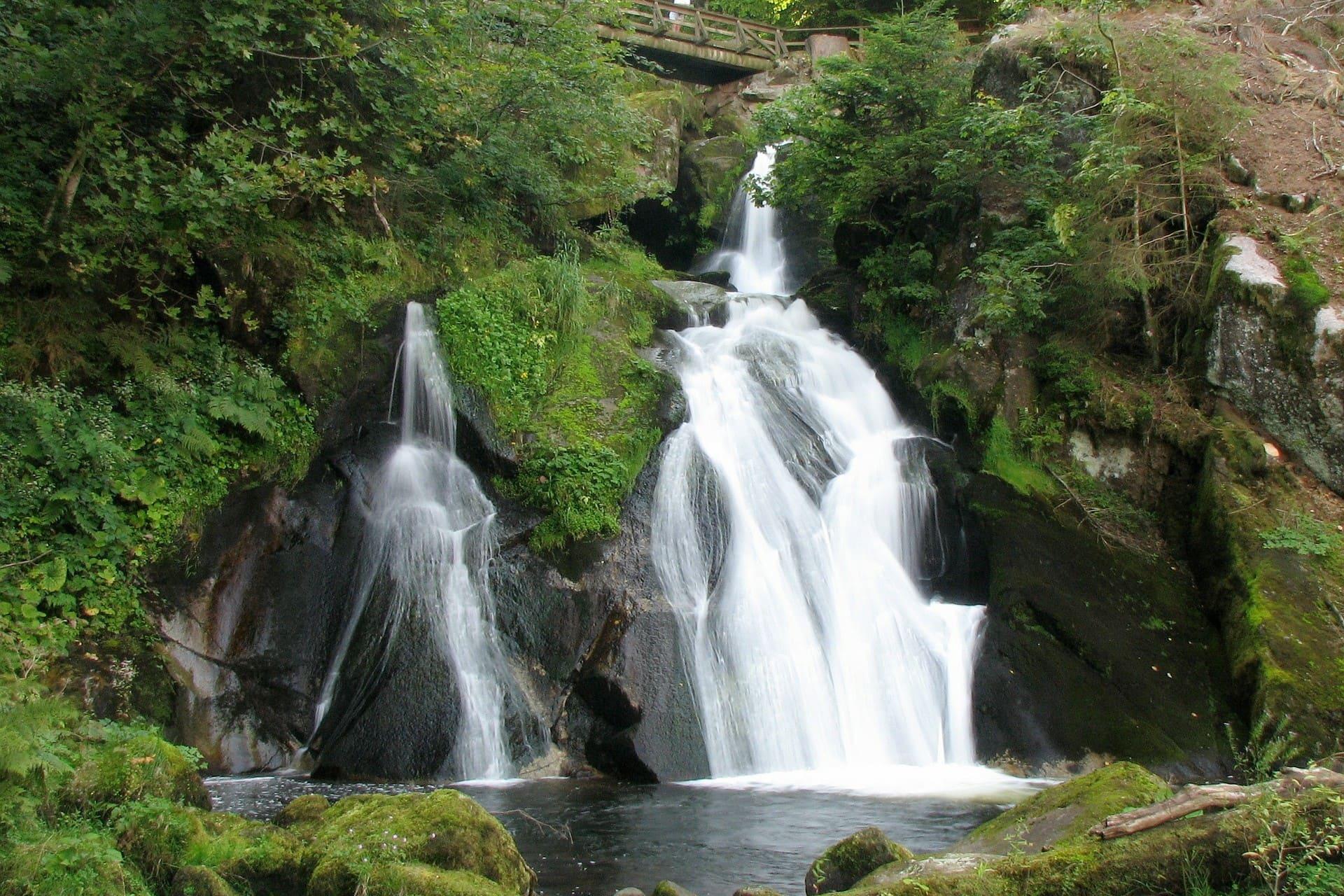 waterfall-317725_1920